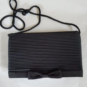 VINTAGE EVENING BAG WITH SNAP BOW CLOSURE